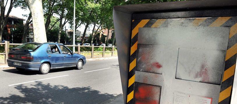 Bourgogne-Franche-Comté: Un tagueur de radars se fait arrêter par la gendarmerie en pleine interview (Illustration)