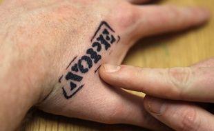 La main peut être un endroit délicat à tatouer...