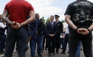 Le ministre de l'Intérieur, Gérald Darmanin, lors d'un déplacement au commissariat des Mureaux (Yvelines)