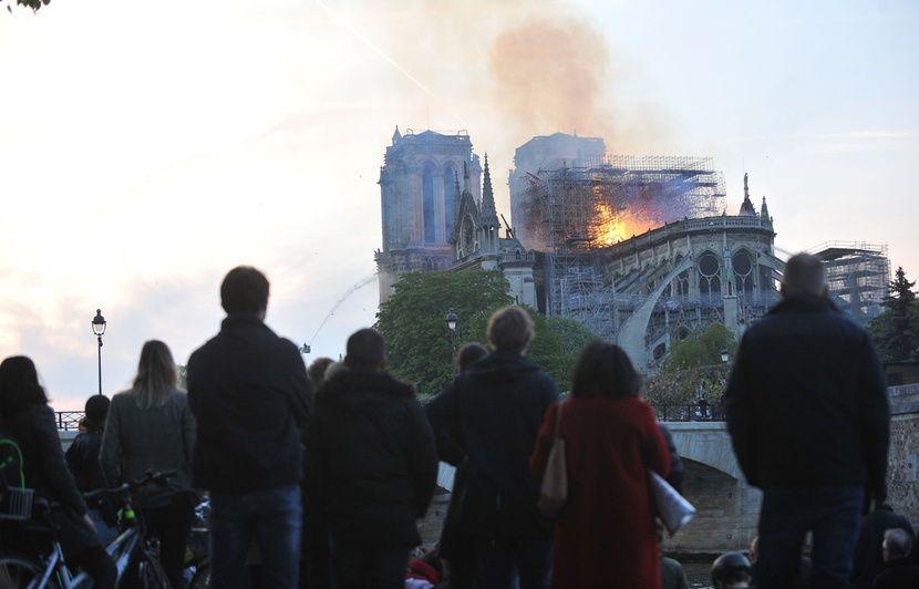 Incendie à Notre-Dame de Paris: Des photos montrent-elles vraiment des «musulmans rire» du drame?