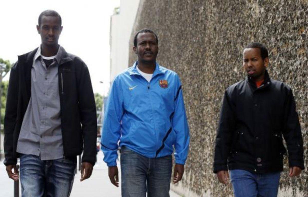 Remis en liberté à l'issue du procès de la prise d'otages du Ponant, trois Somaliens ont vécu vendredi à Paris leur premier jour de liberté après quatre ans de détention provisoire, durant lesquels ils n'ont cessé de clamer leur innocence. – Thomas Coex afp.com