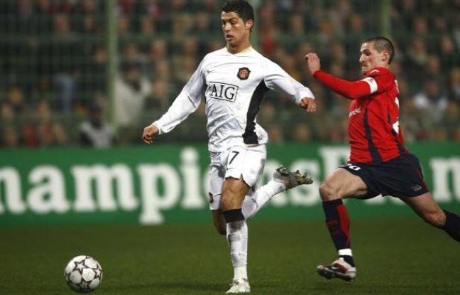 Le Lillois Grégory Tafforeau à la poursuite de Cristiano Ronaldo, le 20 février 2007 à Villeneuve d'Ascq.