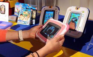 Démonstration de produits du fabricant de jouets électroniques VTech à New York, le 12 juin 2012.