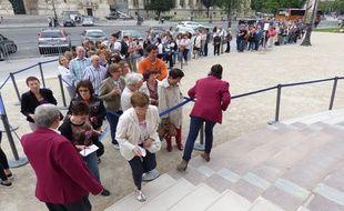 Ce mardi matin encore, la queue débordait sur le trottoir et à 12h, il fallait patienter deux heures avant d'espérer entrer.