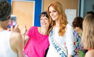 Maëva Coucke et Céline, l'une des participantes à l'atelier Rose Danse.