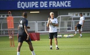 Didier Deschamps et Kylian Mbappé à l'entraînement à Clairefontaine avant France-Pays-Bas, le 29 août 2017.