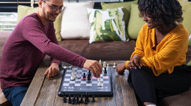 Chess Up: Un million de dollars de financement sur Kickstarter pour ce jeu d'échecs connecté
