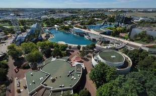 Vue aérienne du parc d'attraction du Futuroscope qui attire 1,8 million de visiteurs par an.