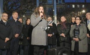 Lors du rassemblement contre l'antisémitisme, Laura a lu les noms des personnes mortes ces dernières en raison de leur confession juive.