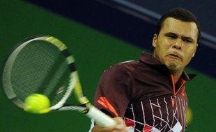 e Français Jo-Wilfried Tsonga, tête de série N.1, s'est qualifié pour les quarts de finale du tournoi ATP de Vienne, jeudi, en battant le Finlandais Jarkko Nieminen, contraint à l'abandon, 3-6, 6-1, 3-1.
