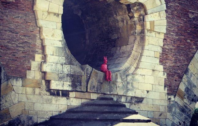 L'enfant au bonnet d'âne de James Colomina sur le Pont-Neuf de Toulouse