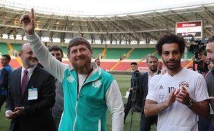 Mohamed Salah accompagné d'un hôte encombrant.