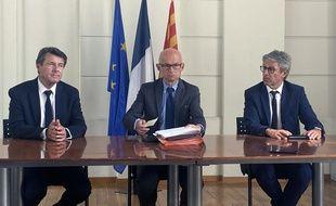 Le procureur de la République, le préfet et le maire lors d'un point presse au Palais de justice de Nice.