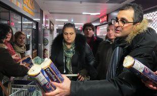 Arash Derambarsh, à l'initiative des distributions solidaires à Courbevoie
