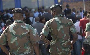 L'Afrique du Sud commence à déployer l'armée le 21 avril 2015 notamment dans le township d'Alexandra à Johannesburg, pour aider la police à enrayer les violences xénophobes qui ont fait au moins sept morts depuis avril dans le pays.