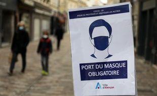 Une affiche dans les rues d'Alençon.