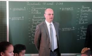 Le Ministre de l'Education nationale Jean-Michel Blanquer visite une école le 18 août 2017.