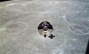 Le vaisseau Charlie Brown, vu depuis le module lunaire Snoopy après séparation des deux objets, le 22 mai 1969.