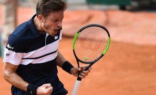 Nicolas Mahut, auteur d'un match renversant face à l'Italien Marco Cecchinato, dimanche au premier tour du tournoi de Roland-Garros.