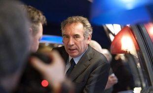 """Le président du MoDem François Bayrou a appelé vendredi les électeurs alsaciens à se mobiliser en nombre dimanche pour le """"oui"""" au référendum sur la fusion de leurs assemblées départementales et régionale."""