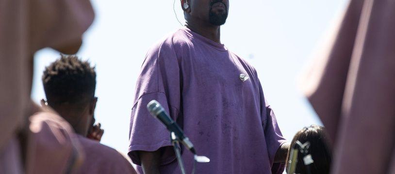 Le rappeur Kanye West lors de sa messe de Pâques à Coachella