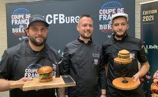 Les vainqueurs de la Coupe de France du burger autour du président du jury, David Gallienne