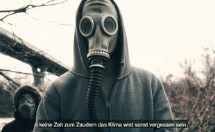 Les rappeurs franco-allemands de Zweierpasch dans leur clip sur Fessenheim.