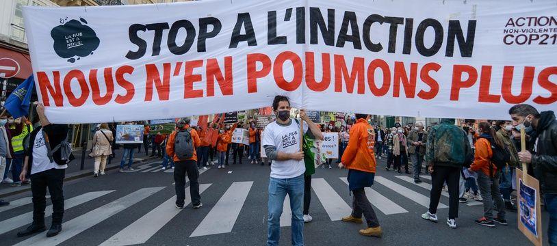 Manifestation pour une « vraie » loi climat, à Paris le 28 mars 2021.