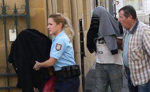 Arrivée le 28 octobre 2013 au tribunal de Brive-la-Gaillarde du couple corrézien mis en examen après la découverte dans un coffre de voiture de leur bébé