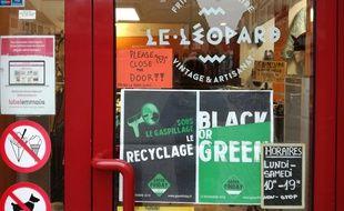 Comme la friperie solidaire Le Léopard à Strasbourg, de nombreux acteurs et citoyens organisent des actions et événements en opposition au Black Friday pour lutter contre la surconsommation.