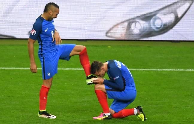Antoine Griezmann et Dimitri Payet, le 3 juillet 2016, contre l'Islande, au Stade de France.