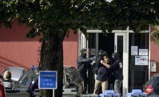 La police française a arrêté dimanche Izaskun Lesaka Argüelles, une militante présumée d'ETA considérée comme une figure majeure du groupe armé séparatiste basque, a-t-on appris de sources concordantes franco-espagnoles.