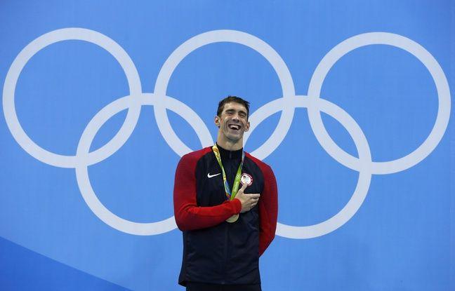 Les larmes de Michael Phelps sur la plus haute marche du podium pour la 20e fois de sa carrière aux JO, après la finale du 200m papillon, le 9 août 2016.
