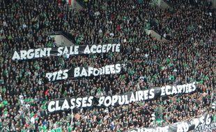 """La banderole """"Argent sale accepté, libertés bafouées, classes populaires écartées: bienvenue au PSG"""" risque de faire du bruit."""