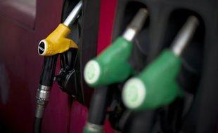"""Le monde subit un nouveau choc pétrolier """"rampant"""", les prix du brut ayant atteint des records annuels en 2011 et allant se maintenir à des niveaux très élevés en 2012, selon le bilan annuel de l'Institut français du pétrole et des énergies nouvelles"""