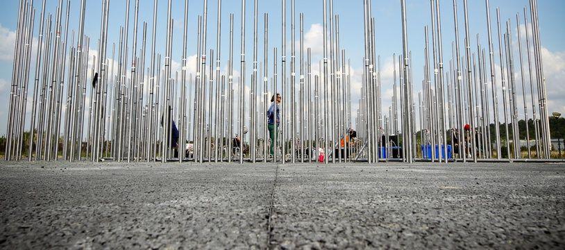 L'installation en septembre 2012 de l'oeuvre de Gilles Conan, commandée par la mairie de Toulouse, sur le site de l'ancienne usine AZF. Archives