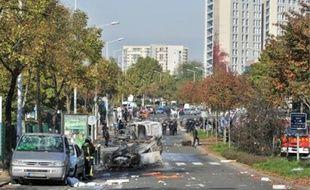 Hier, les voitures et le mobilier urbain autour du lycée Joliot-Curie ont été ravagés.