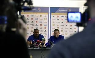 Didier Dinart et Guillaume Gille, les deux entraîneurs de l'équipe de handball, le 5 janvier 2017.
