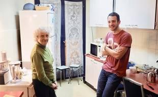 Marie-Thérèse, 89 ans, et Etienne, 18 ans, se croisent surtout à l'heure des repas