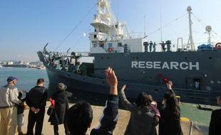 Un baleinier japonais quitte le port de Shimonoseki le 1er décembre 2015 pour l'Antarctique