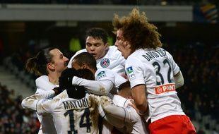 Autour de Maxwell, les Parisiens célèbrent leur victoire face à Lille, le 3 février 2015