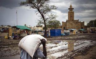 Malakal, Soudan du sud. Place du marché et vue de la mosquée, le 26 juin 2012.