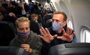 L'opposant russe Alexeï Navalny, dans l'avion pour Moscou.