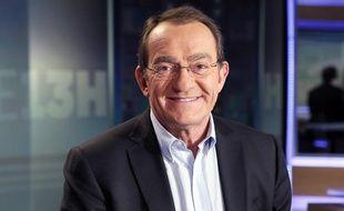 Jean-Pierre Pernaut présente le journal télévisé de 13h de TF1 depuis vingt-cinq ans.