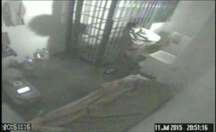 Une vidéo de l'évasion du narcotrafiquant Joaquin «El Chapo» Guzman au Mexique, le 11 juillet 2015.