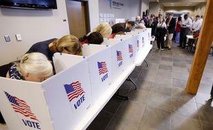 Illustration d'isoloirs dans les bureaux de vote américains.