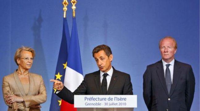 Nicolas Sarkozy (au centre) entouré de Michèle Alliot-Marie et de Brice Hortefeux, lors de son discours de Grenoble, le 30 juillet. –  L. CIPRIANI / AP / SIPA