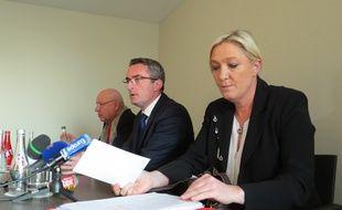 Marine Le Pen en campagne a Marseille.