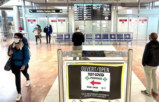 Aux arrivées de l'aéroport de Nice, le mercredi 17 février 2021