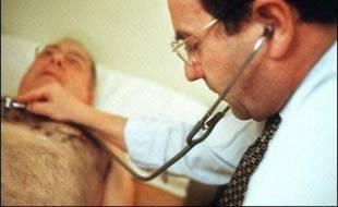 Médecins âgés, mal répartis géographiquement, avec des jeunes praticiens délaissant la pratique libérale et les zones rurales: les chiffres de la démographie médicale dressent à nouveau un bilan préoccupant pour le système de soins à la française.